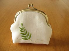 Fern Leaf Snap Frame Pouch by barefootshepherdess, via Flickr Embroidery Purse, Embroidery Designs, Creative Embroidery, Frame Purse, Teenage Girl Gifts, Flower Graphic Design, Craft Bags, Sewing Art, Change Purse