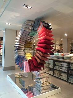 "Enfasis, Colocacion Inusual. JOHN LEWIS,Oxford Street, London, UK, ""The Cushion Wheel"", pinned by Ton van der Veer #retail #vm"