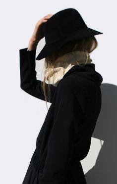 Anaïse | Clyde Dip Hat, Black