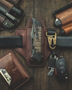Stitching Leather, Hand Stitching, Everyday Carry Gear, Edc Tools, Edc Gear, Organizers, Gifts For Him, Gears, Coins
