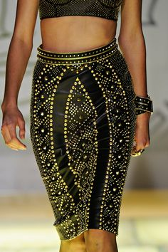 Versace Spring 2012 RTW - Review - Fashion Week - Runway, Fashion Shows and Collections - Vogue - Vogue