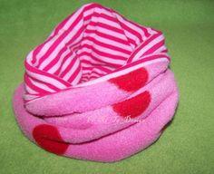 Brrrrrrrr es wird kalt...!!!    Süßes Mini-Loop für die kleine  Prinzessin..  Vernäht wurde ein Schmuse weicher Pünktchen Micro Fleece in rosa/himbeer