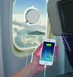 Ein neues Ladegerät soll auch auf Bahnfahrten und im Flugzeug Strom liefern - mithilfe von Sonnenlicht. Außerdem im Gadget-Überblick von  neuerdings.com:  ein lebensrettendes Armband und ein Hightech-Reisekoffer.