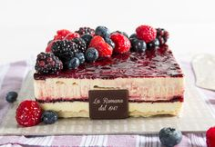 Golosa ai frutti di bosco: fragrant puff pastry and Chantilly cream with a fresh wild berry heart and decoration. Chantilly Cream, Fresh Cream, Tiramisu, Cheesecake, Berries, Pastries, Ethnic Recipes, Desserts, Decoration