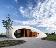 Organic shapes in architecture are a great starting point for 3D printing of buildings - Maggies Cancer Caring Center / Aberdeen, UK.