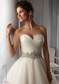https://flic.kr/p/C3xZd7   Trouwjurken   Trouwjurken vintage, Moderne Trouwjurken, Korte trouwjurken, Avondjurken, Wedding Dress, Wedding Dresses   www.popo-shoes.nl