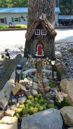 47 Erstaunliche Miniatur-Garten-Design-Ideen - Ideaboz - Diy Best Picture For DIY Fairy Garden how t Fairy Tree Houses, Fairy Garden Houses, Gnome Garden, Garden Kids, Garden Deco, Balcony Garden, Fairy Village, Garden Plants, Fairies Garden