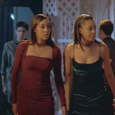 """honeybuttaluv: """" anangstyblackgirl: """"Tia and Tamera Mowry in Seventeen Again. """" Now THESE were looks. 2000s Fashion Trends, Early 2000s Fashion, Fashion Tv, Hip Hop Fashion, Fashion 2020, Star Fashion, Fashion Outfits, Prom Looks, European Fashion"""
