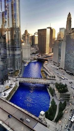November 2016 Parade Day for the World Series Champs - Chicago Cubs. Chicago River in Cubbie Blue Chicago River, Chicago City, Chicago Skyline, Chicago Illinois, Kansas City, Chicago Cubs Pictures, Places Around The World, Around The Worlds, Lago Michigan
