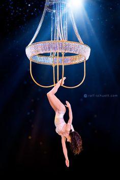 Chandelier acrobat, a true wow factor! #avenueeventgroup #corporateevents…