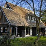 Inspiratie voor het bouwen van een eigen huis? Kijk en vergelijk hier alle huizen op een rij, zoals landhuizen, notariswoningen en boerderijwoningen.