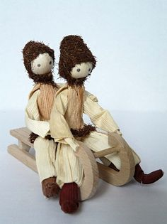Corn Husk Crafts, Corn Husk Dolls, Crepe Paper Flowers, Doll Crafts, Craft Tutorials, Natural Materials, Teddy Bear, Animals, Shuck Corn