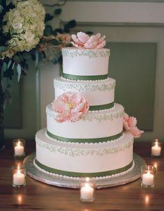 Wedding cake idea; Featured Photographer: Robert and Kathleen Photography