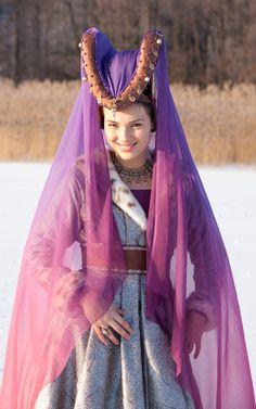 Hennin with Padded roll headress with purple veil. Stunning. Burgundian perfection