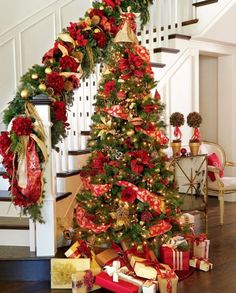 Christmas Tree Red And Gold Decorations, red gold christmas tree decorations. Added on October 2018 at Christmas Ideas Christmas Stairs, Red And Gold Christmas Tree, Noel Christmas, All Things Christmas, Beautiful Christmas, Simple Christmas, Christmas Crafts, Minimal Christmas, Office Christmas