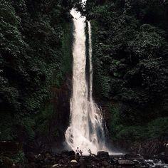 This fanciful shots taken by #baliislandphotog @polinaps taken at  Git Git Waterfall   ------------------------------------ #bali #baliisland #explorebali #jelajahbali #awesomeplace #awesomeplaces #photography #baliphotography #baliphotographer #photooftheday #fotograferbali
