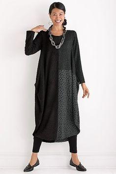 Should be easy enough to make! Roupas Fashion, Advanced Style, Loose Dresses, Linen Dresses, Boho Fashion, Fashion Design, Fashion Outfits, Cool Outfits, Clothing Patterns
