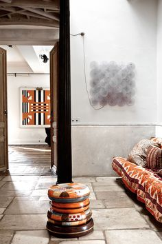 Inside a Magnificent Brussels Home //  neutral living room, wall art