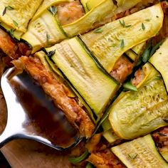 Check out this recipe and many more when you visit Healthy Dessert Recipes, Appetizer Recipes, Healthy Snacks, Vegetarian Recipes, Cooking Recipes, Pan Cooking, Cooking Ideas, How To Cook Leeks, Vegetable Tart