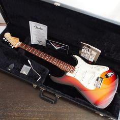 落札者様にお送りするもの一式です。Fender純正ハードケースも付属します。