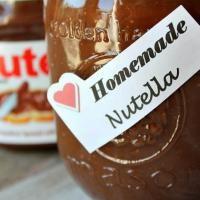 Le Nutella vous ne voulez plus en acheter pour son huile de palme ? Nous nous sommes procurés la recette secrète du Nutella que vous allez désormais pouvoir faire maison. Très facile à faire, ce qui compte le plus dans cette recette est de bien mixer les ingrédients pour obtenir une pâte avec une consistance parfaite comme celle du Nutella. Découvrez l'astuce ici : http://www.comment-economiser.fr/recette-secrete-nutella-ingredients.html