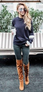 Stylish winter outfits ideas with boots and jeans 16