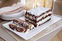 Aprenda a fazer um delicioso bolo gelado de chocolate com leite condensado que rende até doze porções e é muito saboroso!