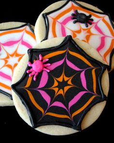 love these spider web cookies......not sure im talented/patient enough for these.....but pretty!