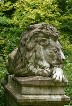 Lion at rest  The memorial of Frank C Bostock, who died in 1912. A celebrated animal trainer, he was particularly famous for a travelling menagerie show featuring a lion named Wallace.