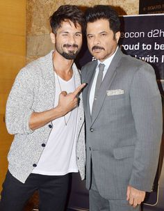 Shahid Kapoor and Anil Kapoor at the press conference. Bollywood Actors, Bollywood Celebrities, Bollywood Fashion, Outside Movie, Daily Fashion, Mens Fashion, Mira Rajput, Casual Outfits, Men Casual