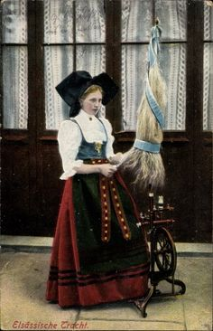 Postcard Elsaß, Elsäßerin in elsäßischer Tracht am Spinnrad, postally used 1915