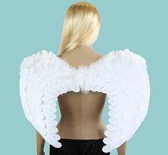 Skrzydła dla Anioła w kolorze białym, pokryte materiałem, wykończone piórami. Doskonały dodatek do stroju Anioła na Jasełka.