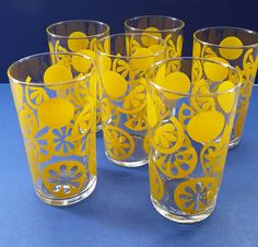These are a great set of vintage 1960s drinking glasses or tumblers. They are perfect for summer drinks - with their stylised lemon decorations on the glases - also fabulous glasses for serving pitchers of ice cold lemonade into after a sticky game of tennis. There are a total of six glasses in the box. Each glass has an identical design on it - sections of lemon slices. Very jolly - and indeed part of the PARTY TIME range. The glasses come with their original cardboard box. Both glasses and…