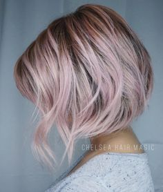A perfect hair color, an unusual style, and a completely eye-catching hair style. Especially the pale pink short hair styles. Short Balayage, Balayage Hair, Ombre Hair, Balayage Brunette, Pink Short Hair, Short Ombre, Grey Ombre, Pink Grey Hair, Ombre Bob