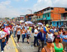En Efectivo @EnEfectivoBlog  6 min #Merida Principales barrios merideños se sumaron a la marcha contra el gobierno de Maduro pic.twitter.com/GlG1F5QisP 08-03-2014