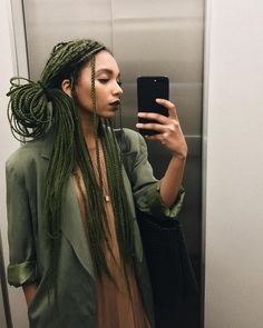 All styles of box braids to sublimate her hair afro On long box braids, everything is allowed! For fans of all kinds of buns, Afro braids in XXL bun bun work as well as the low glamorous bun Zoe Kravitz. Small Box Braids Hairstyles, Braided Hairstyles For Black Women Cornrows, Blonde Box Braids, Black Girl Braids, Braids For Short Hair, Black Women Hairstyles, Straight Hairstyles, Braid Hairstyles, Afro Braids