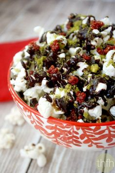 Clean Eating Cacao Drizzle Holiday Popcorn...vegan, gluten-free, dairy-free and no refined sugar | The Healthy Family and Home | #vegan #glutenfree #cleaneating #popcorn