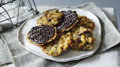 BBC Food - Recipes - Mary Berry's florentines British Baking Show Recipes, British Bake Off Recipes, Great British Bake Off, Baking Recipes, Dessert Recipes, Bbc Recipes, Easy Recipes, Mary Berry Florentines, Florentines Recipe