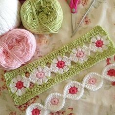 Totally in love with this pattern by the wonderfully talented Robyn Crochet Borders, Crochet Flower Patterns, Crochet Stitches Patterns, Crochet Squares, Crochet Motif, Crochet Flowers, Crochet Crafts, Yarn Crafts, Easy Crochet