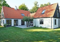 """To fløje med ny """"mellemgang"""" Old Houses, Building Design, Home Projects, Bungalow, Facade, Interior Decorating, New Homes, Home And Garden, Outdoor Structures"""