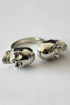 Elevate your look by shopping women's rings from OASAP. Look to knuckle dusters, spiky rings, crystal rhinestone rings and avantgarde rings of extraordinary shape. Discover the latest rings with OASAP. Black Diamond, Diamond Rings, Dream Ring, Punk Fashion, Wholesale Jewelry, Crystal Rhinestone, Fashion Rings, Jewelery, Wedding Rings