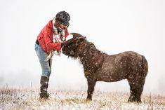 Freundschaft ein ganz besonderes Geschenk; ein Geschenk, dass uns nicht nur Menschen machen können! Sie machen einem Mut, sie sind für einen da und sie geben einem auch kritisches Feedback. #Pferde #Pferdeshooting Horse Pictures, Community, Horses, Group, Board, Animals, Inspiration, Inspiring Pictures, Beautiful Horses