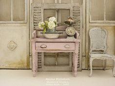 Atelier de Léa (@atelier.miniature) • Photos et vidéos Instagram Vanity, Miniatures, Photos, Furniture, Instagram, Home Decor, Miniature Furniture, Atelier, Painted Makeup Vanity