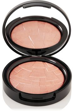 Instructions for use: Using the [Illuminator Brush id678372], lightly dust powder wherever the sun hits your face  along the tops of cheek bones, down the bridge of the nose and on the brow line 9g/ 0.32oz.