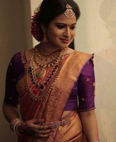 Kerala Hindu Bride, Kerala Wedding Saree, Bridal Sarees South Indian, Indian Bridal Outfits, Indian Bridal Wear, Indian Wedding Jewelry, Saree Wedding, Kerala Saree Blouse Designs, Cutwork Blouse Designs