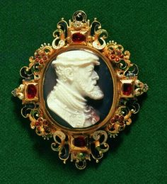 Cameo bearing the portrait of Charles I of Spain (1500-58) Holy Roman Emperor mounted in gold with rubies  - c.16th Century