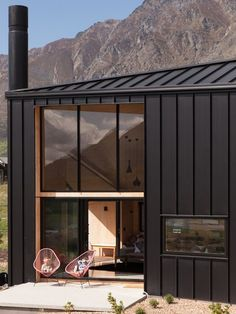 Photo 2 of 13 in A Tiny Cabin Boasts Big Views of the New Zealand Countryside - Dwell House Cladding, Metal Cladding, Metal Siding, Exterior Cladding, House Siding, Metal Roof, Cladding Design, Piscina Interior, Small Loft
