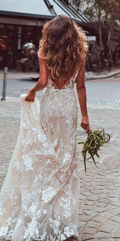 In general, the choice of beach wedding dresses is endless. Such a romantic type wedding is much deserving of a simple sexy wedding dress. Simple Sexy Wedding Dresses, Inexpensive Wedding Dresses, Dream Wedding Dresses, Beautiful Dresses, Beautiful Beach, Beach Wedding Gowns, Dresses Short, Lace Dresses, Mermaid Wedding