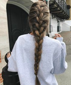 French braid hairstyles are very trendy and fashionable. In different hairstyles, it is best to choose a hairstyle suitable for hair texture and length. French braid hairstyles are also the eternal classic hairstyle, Pretty Braided Hairstyles, French Braid Hairstyles, Box Braids Hairstyles, Braids Long Hair, Fall Hairstyles, Wedding Hairstyles, Side Braids, Hairstyles Haircuts, Braided Hairstyles For School