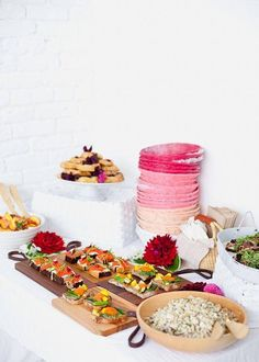 Pink painted wicker plates at floral workshop | designlovefest +moon canyon
